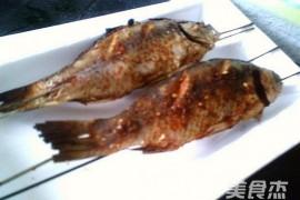 烧烤鲫鱼的做法_家常烧烤鲫鱼的做法